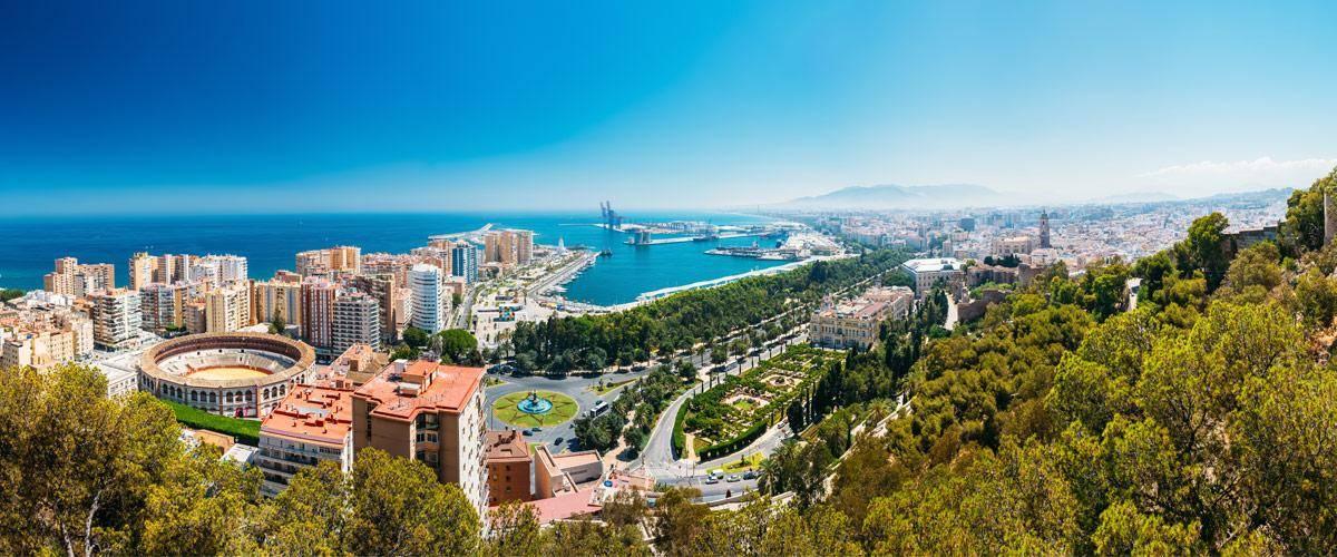 Malaga ligt in het zuiden van Spanje, heel dichtbij Marrokko.Malaga ligt in het zuiden van Spanje, heel dichtbij Marrokko.