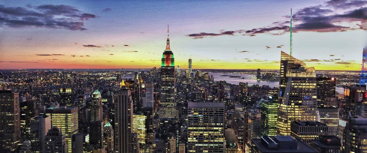 De skyline van New York van op het Rockefeller center.