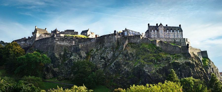 Een panoramafoto van het Edinburgh castle. Een zicht dat niet weg te denken is uit de stad.