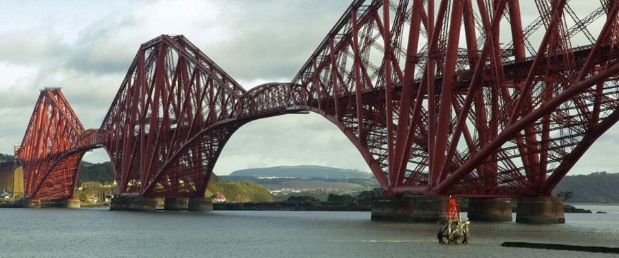 Een prachtig staaltje vakmanschap! De Forth Bridge in Edinburgh is maarliefst 2,5 km lang!