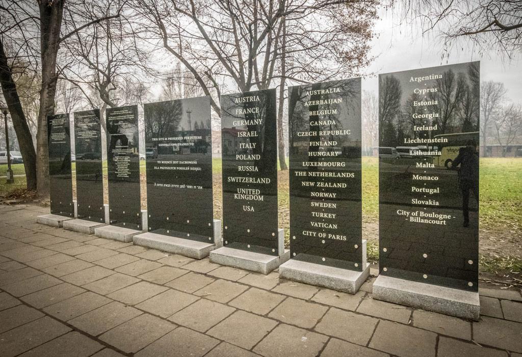 De ingang van het Auschwitz museum.