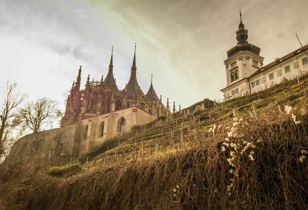 De Sint-Barbara kathedraal en het aanpalende Jezuïeten college.