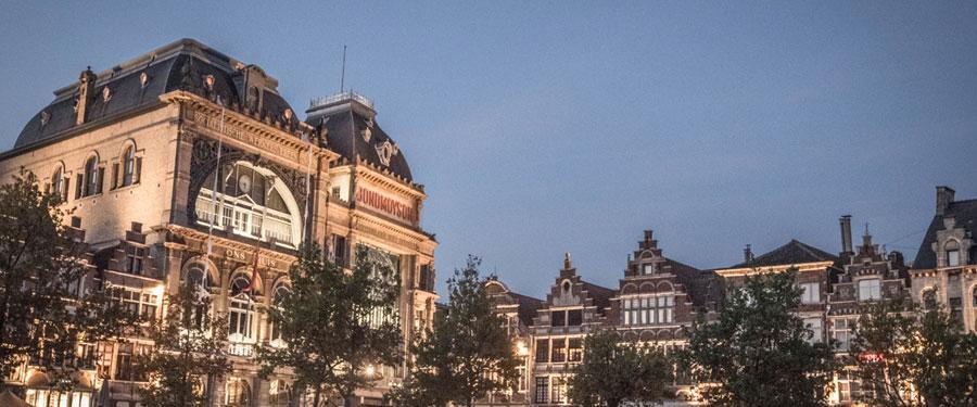 De Vrijdagmarkt in Gent. Een van de vele pleintjes die je in de stad terug vindt.