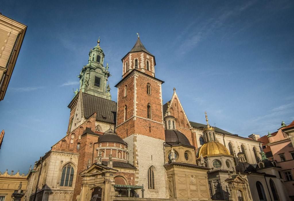 De kathedraal binnenin de kasteelmuren. Mooi vanbuiten, maar echt spectaculair wordt het pas eens je binnen bent.