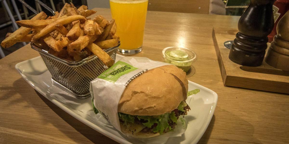 De 'rendier hamburger' van Friends & Brgrs in Helsinki. Heerlijk!
