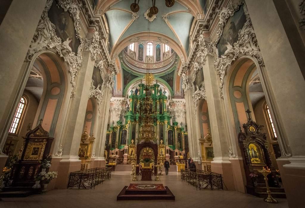 Stedentrip vilnius stad van kerkjes de gedinimas toren en gezelligheid - Whirlpool van het interieur ...