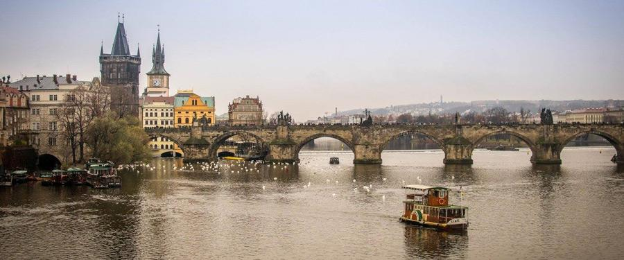 De Karelsbrug van Praag. Prachtig om naar te kijken en heerlijk om over te lopen!