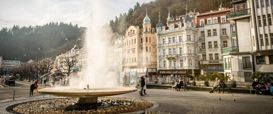 Het helende mineraalwater is een publiekstrekker in Karlsbad.