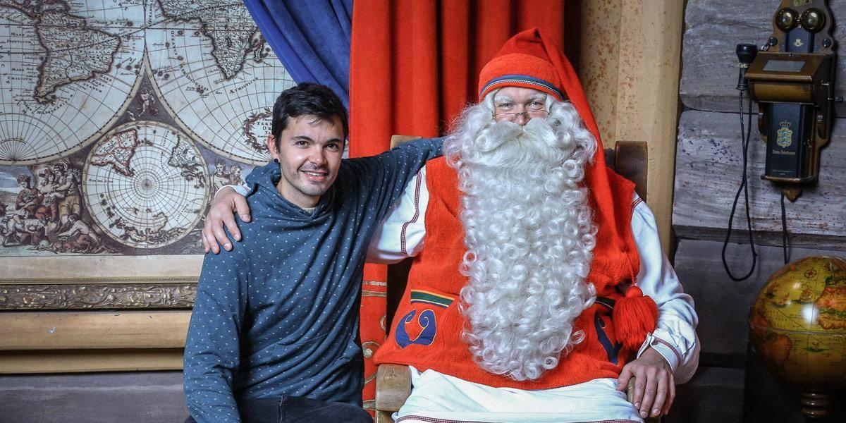 De enige echte kerstman in zijn woonplaats in het hoge noorden, Santa Claus village in Rovaniemi!
