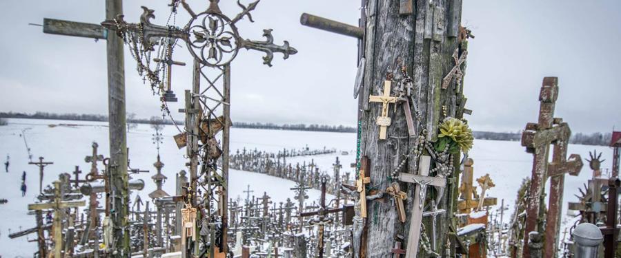 De kruisberg, kruisheuvel of 'hill of crosses'. Een must als je in Litouwen op vakantie bent!