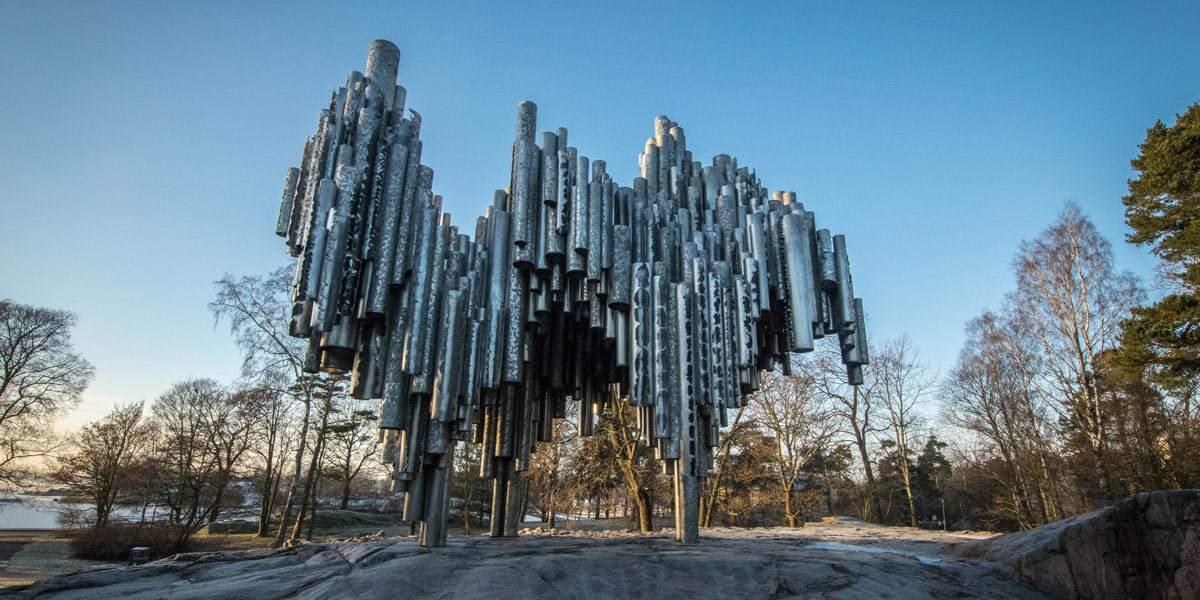 Het Sibeliusmonument in het Sibelius park.