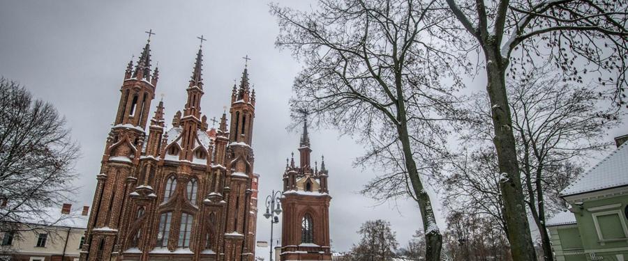 Kerkjes, kerkjes, kerkjes... Overal zie je kerkjes! Dit is de St. Anna kerk van Vilnius.