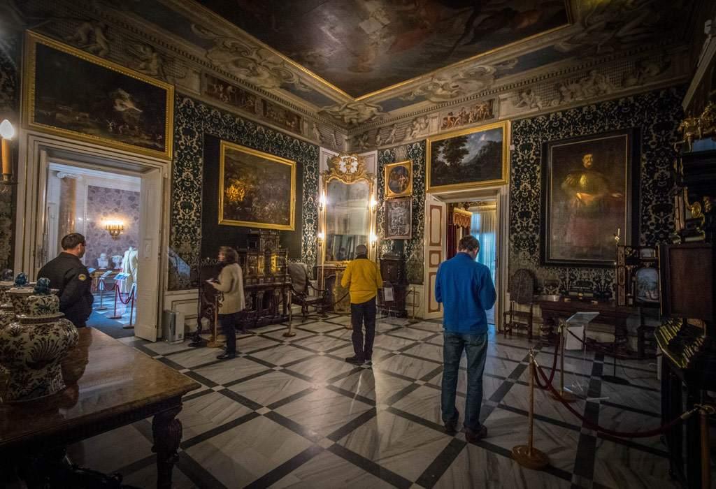 Het museum binnen de paleismuren is interessant, maar ook de kamers zijn prachtig om te zien.