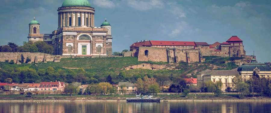 De Esztergom basiliek van Hongarije. Deze kerk is de hoofdzetel van de katholieke kerk in Hongarije.