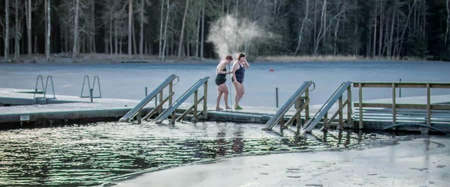 Eerst alles uitzweten in de stomende sauna en daarna in ijskoud water plonzen? Het is een must als je in Finland bent!