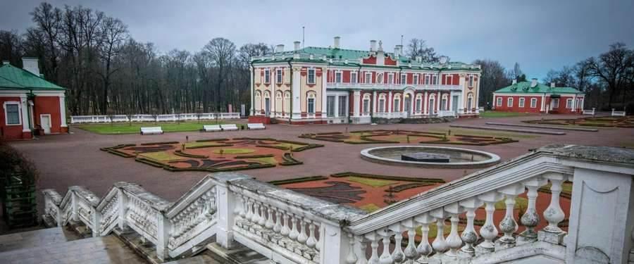 Het Kadriorg paleis van Tallinn ligt even uit het stadscentrum, maar is zeker een visite waard.