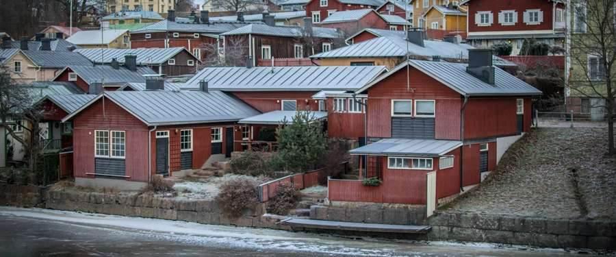 De rode hutten van Porvoo worden voorgedragen als UNESCO werelderfgoed.
