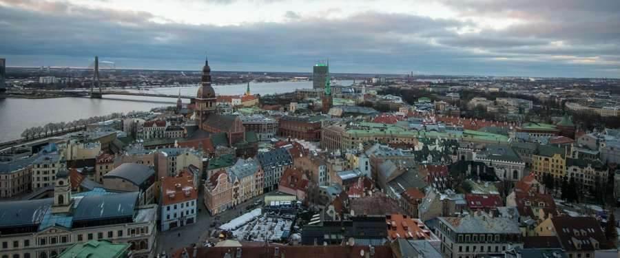 Vanuit het uitkijkplatform van de Petrikerk in Riga krijg je het beste zicht over de hoofdstad van Letland.