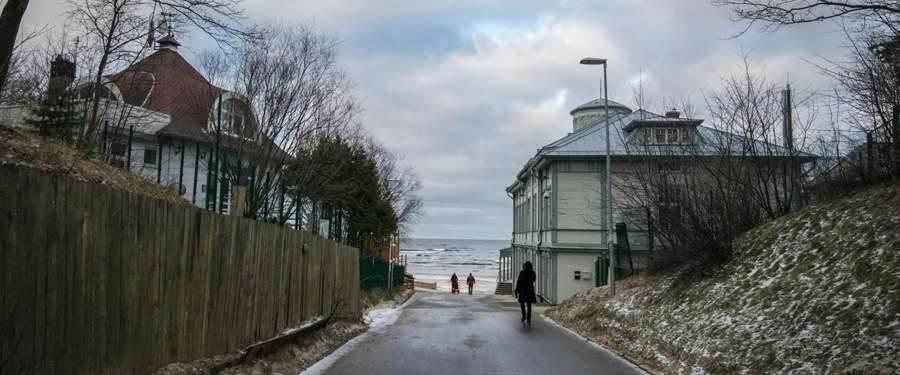 De toegang tot het strand van Jūrmala.