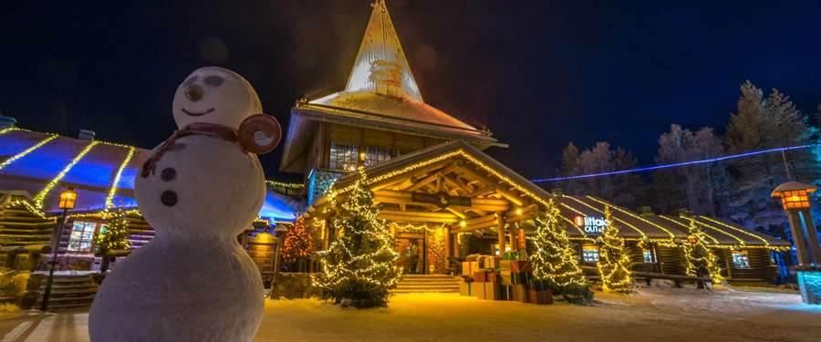 Het Santa Claus village in Rovaniemi. In dit gebouw vind je de enige echte kerstman terug!