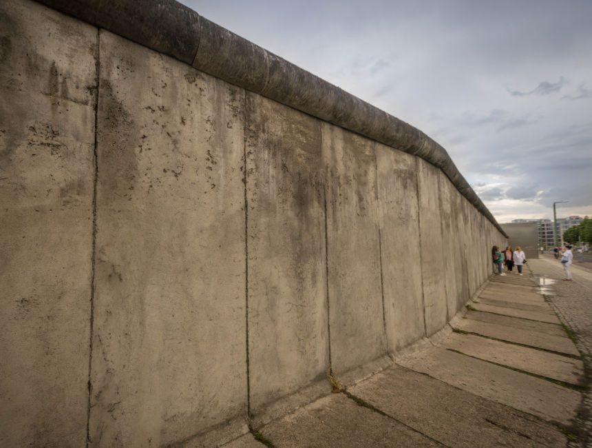 Restanten van de berlijnse muur bezoeken waar zijn de beste plekken - Muur van de ingang ...