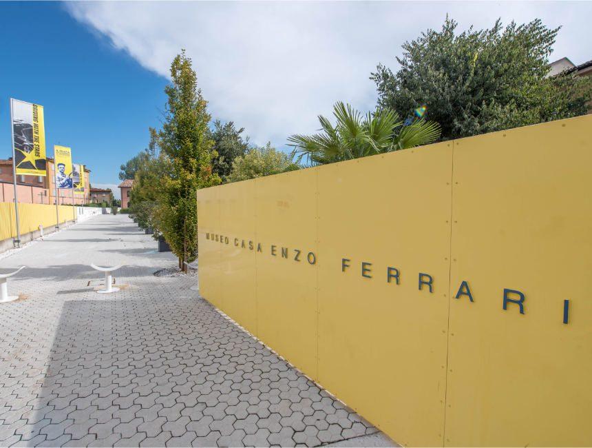 Enzo Ferrari museum Modena ingang