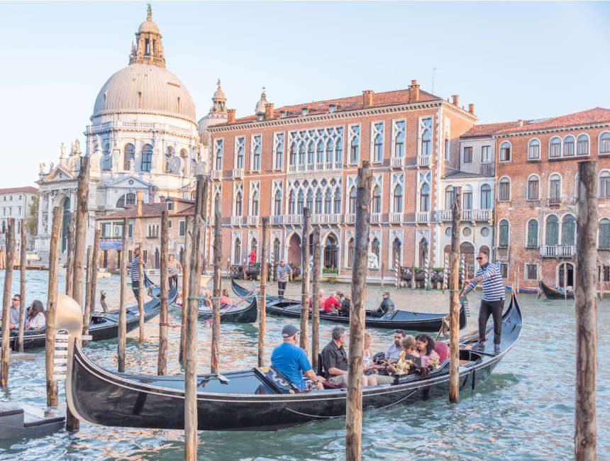 gondel varen in Venetië