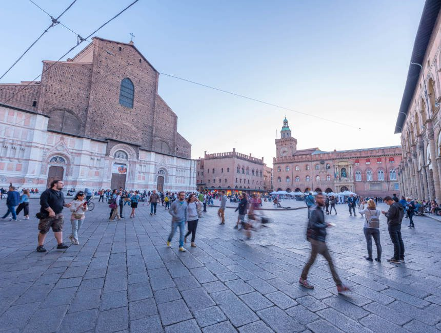 piazza maggiore bologna bezienswaardigheden