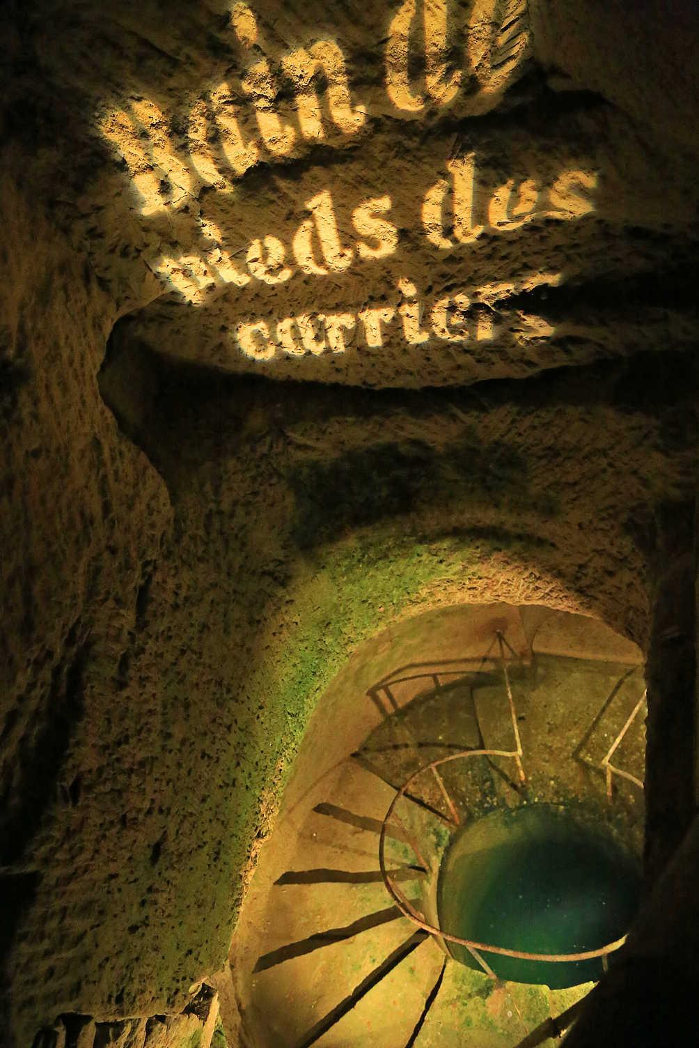 Voetpad steenhouwers catacomben parijs bain de peids des carriers
