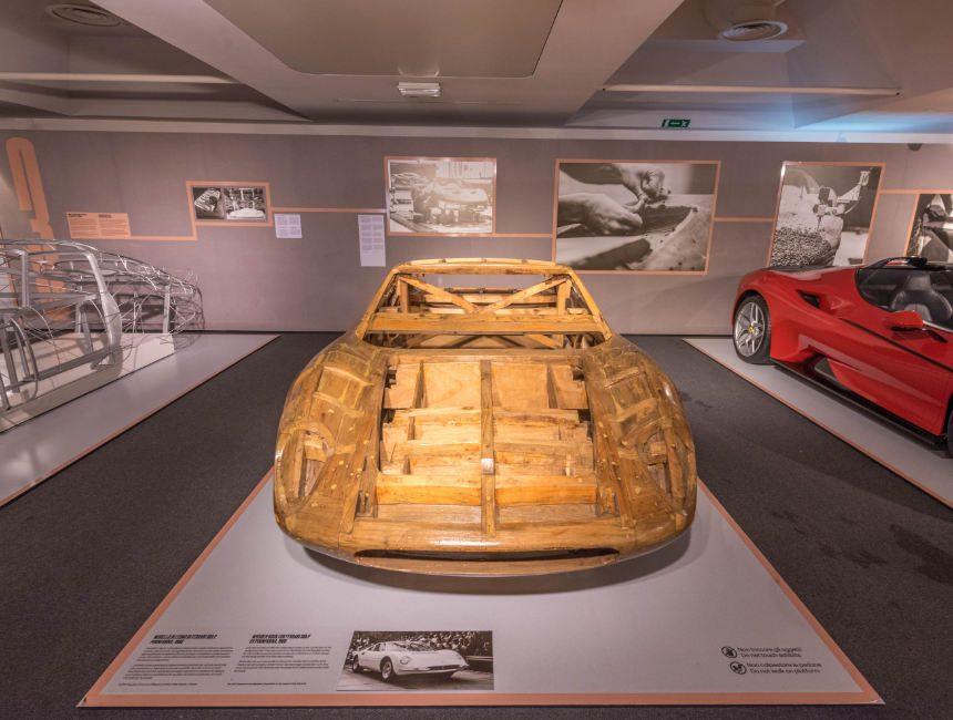 hout ferrari frame - ferrari museum maranello