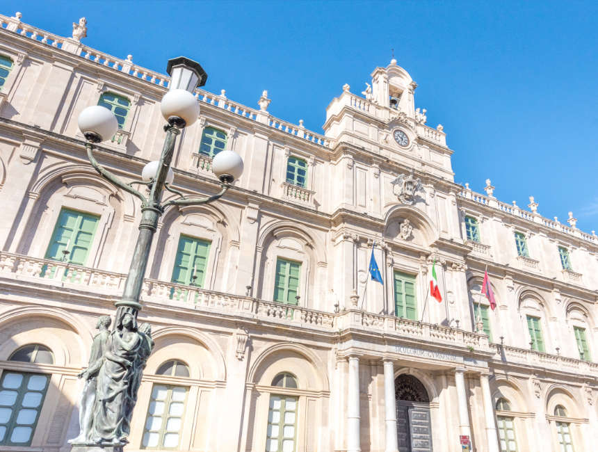 piazza universita trekpleister catania