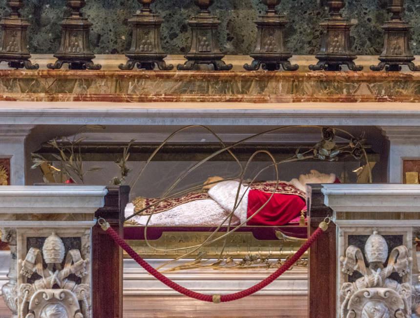 paus johannes XXIII lichaam sint pietersbasiliek bezoeken