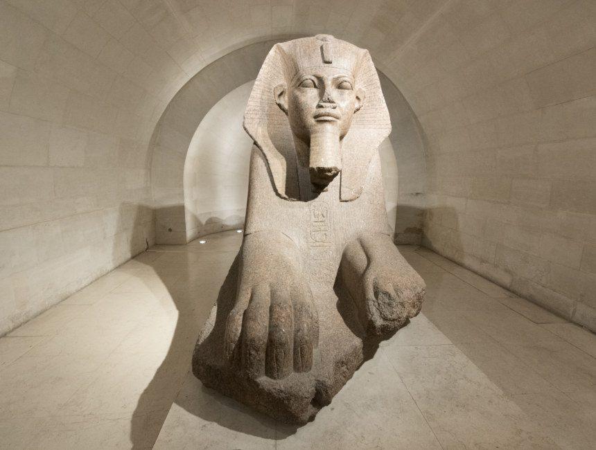 sphinx van tanis louvre museum