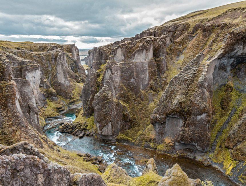 Fjadrargljufur Canyon IJsland