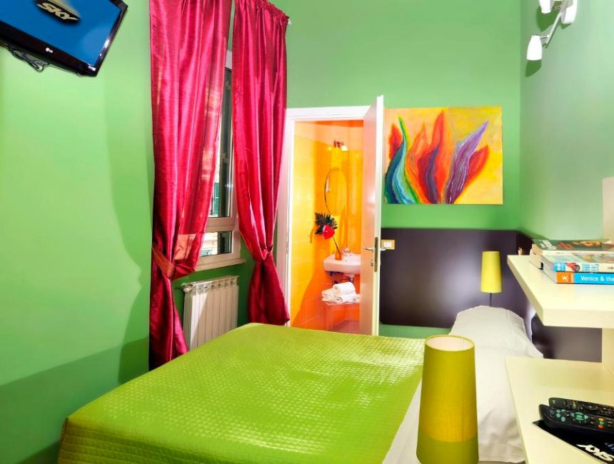 Colors hostel Rome budget hotel