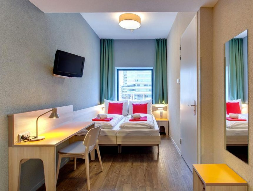 hotel Zaandam station Meininger