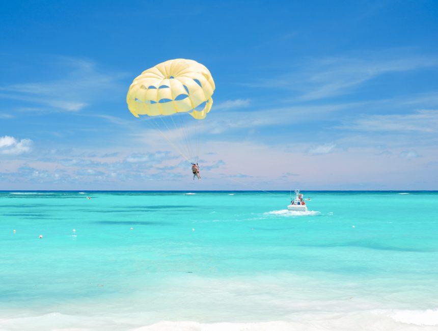 parasailing dominicaanse republiek dingen om te doen