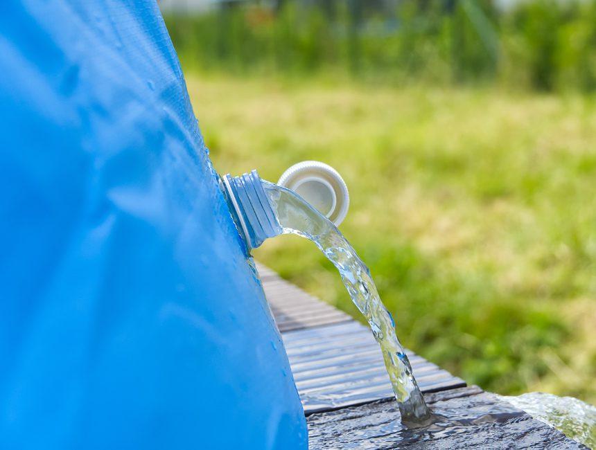 hoe houd je zwembadwater schoon