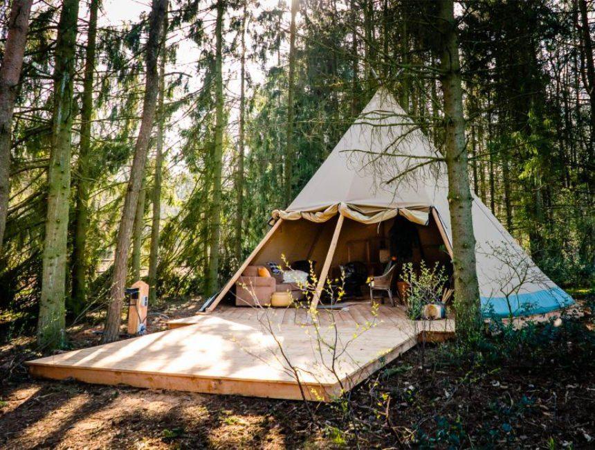 bijzonder overnachten in het bos tipi
