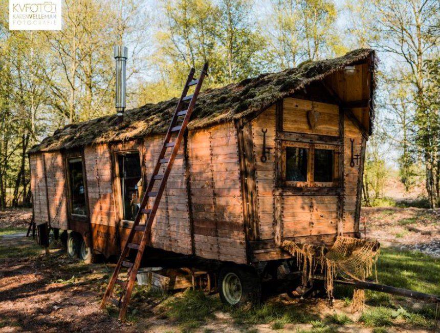pipowagen middeleeuwen overnachten in het bos Veluwe