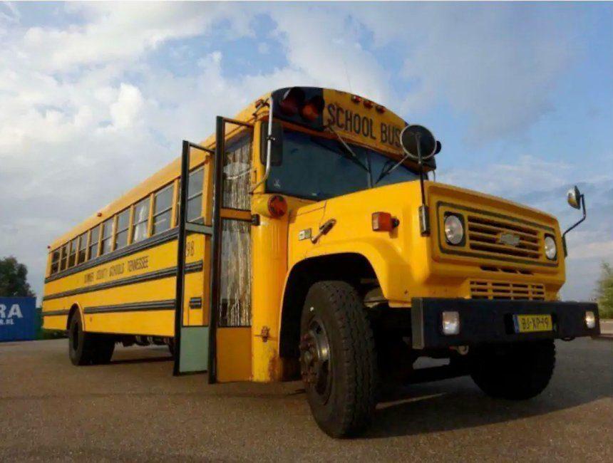 origineel overnachten met kind belgie schoolbus