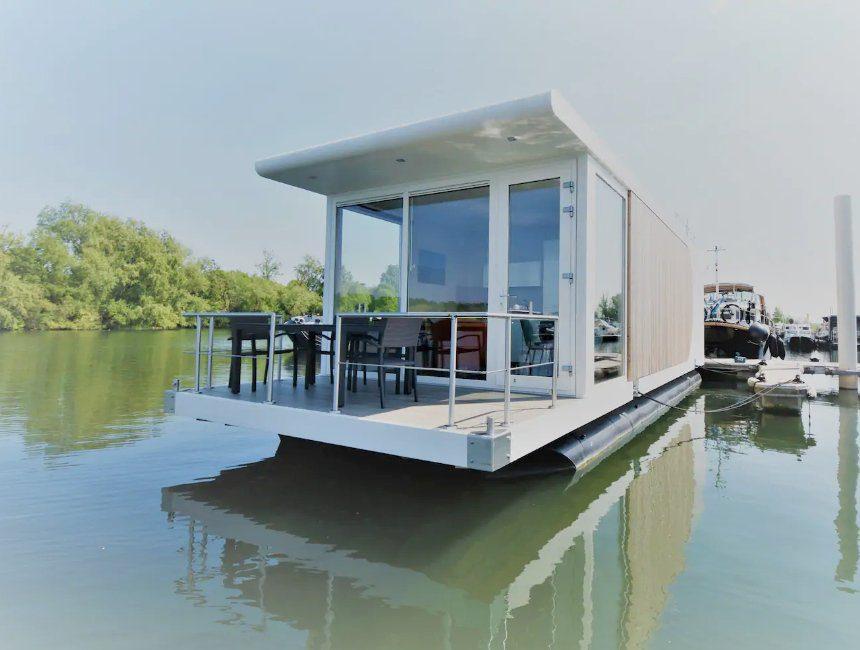 luxe houseboat maastricht nederland origineel overnachten