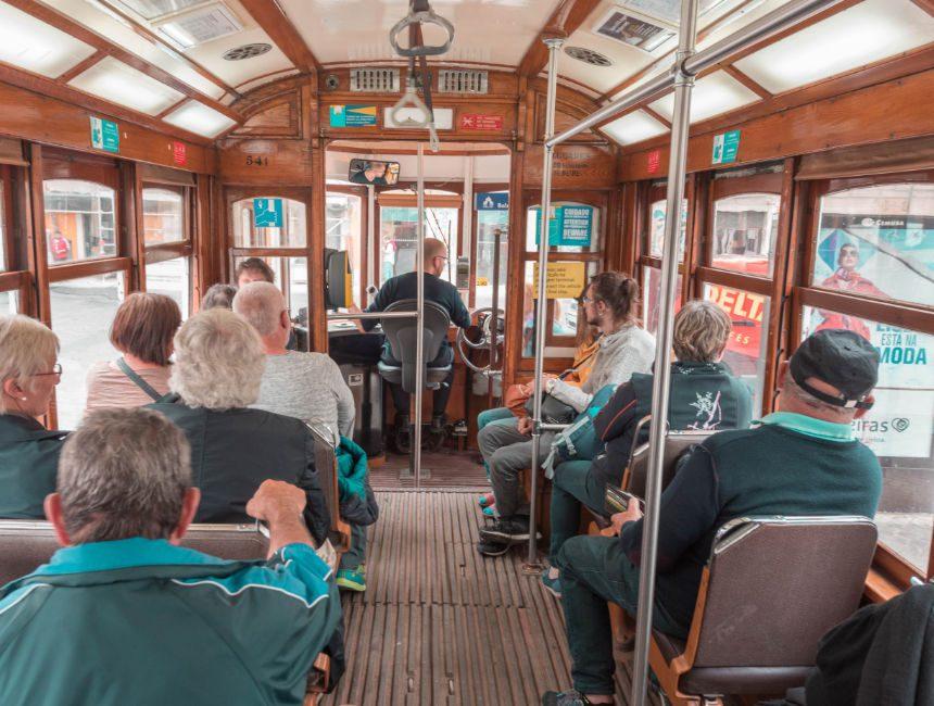 binnenkant tram 28 lissabon