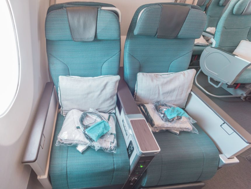 cathay pacific premium economy brussel hong kong
