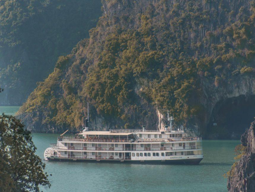 halong bay cruise emeraude cruises