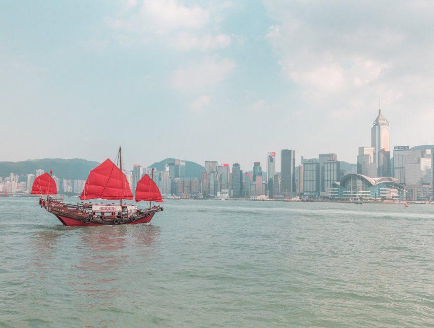 victoria harbour hong kong junk boat