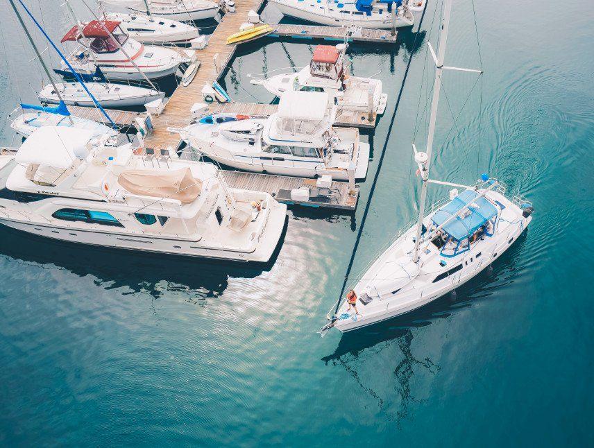 omvormer boot aansluiten