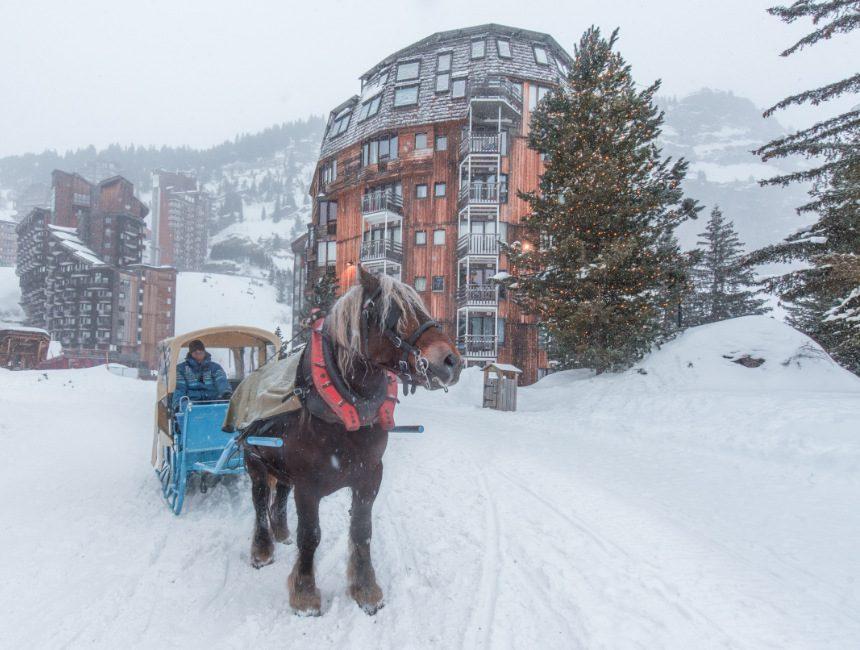 avoriaz paard en kar portes du soleil skigebied