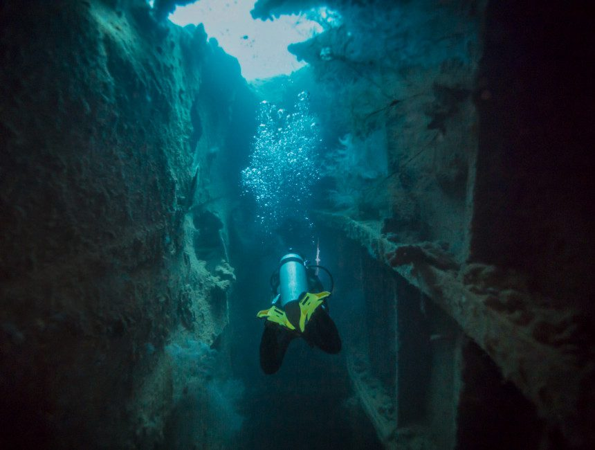 wreck diving coron