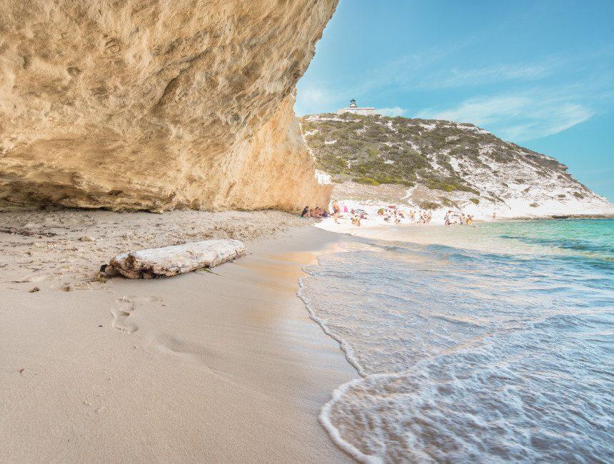 Grotte St. Antoine sous les falaises Corsica